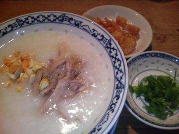 おかゆ家「粥粥」:塩玉子と豚モツのお粥